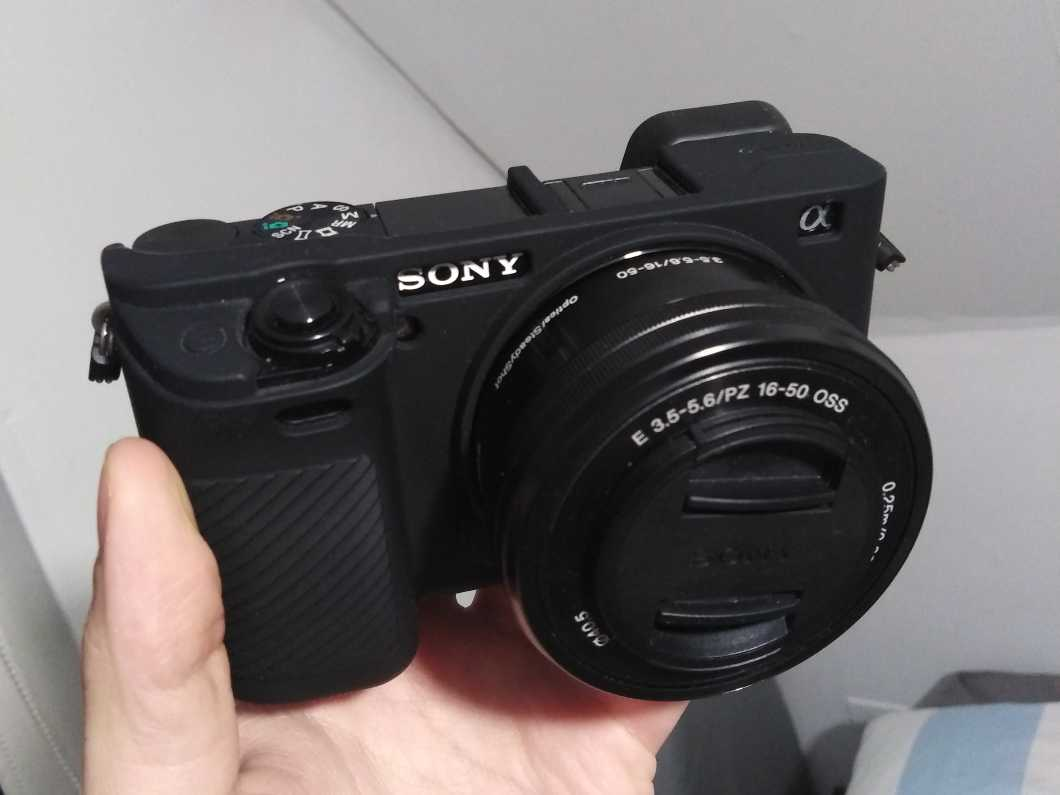 Sony A6000 with 16-50mmm OSS Kit Lens