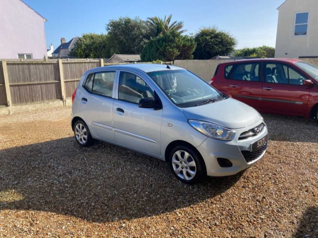 2012 Hyundai i10 in Starlight Silver with 49,500 low genuine miles