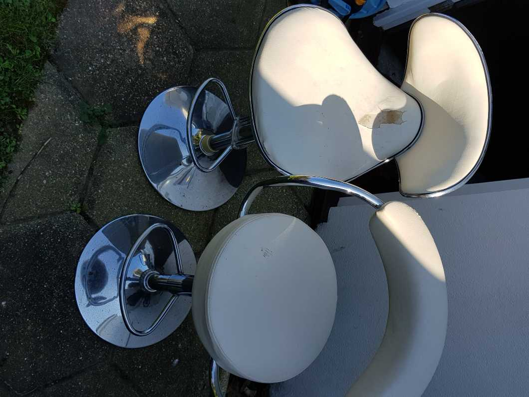 4 Kitchen/bar stools free to take