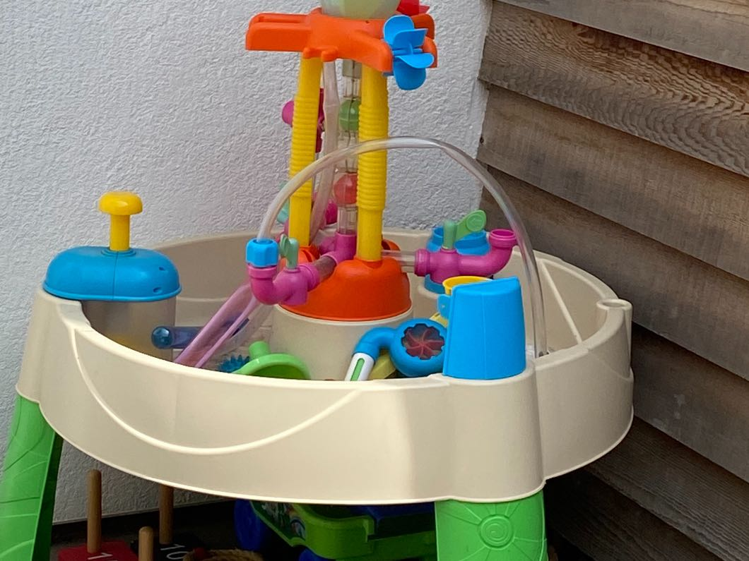 LITTLE TYKES FOUNTAIN FACTORY WATER TABLE