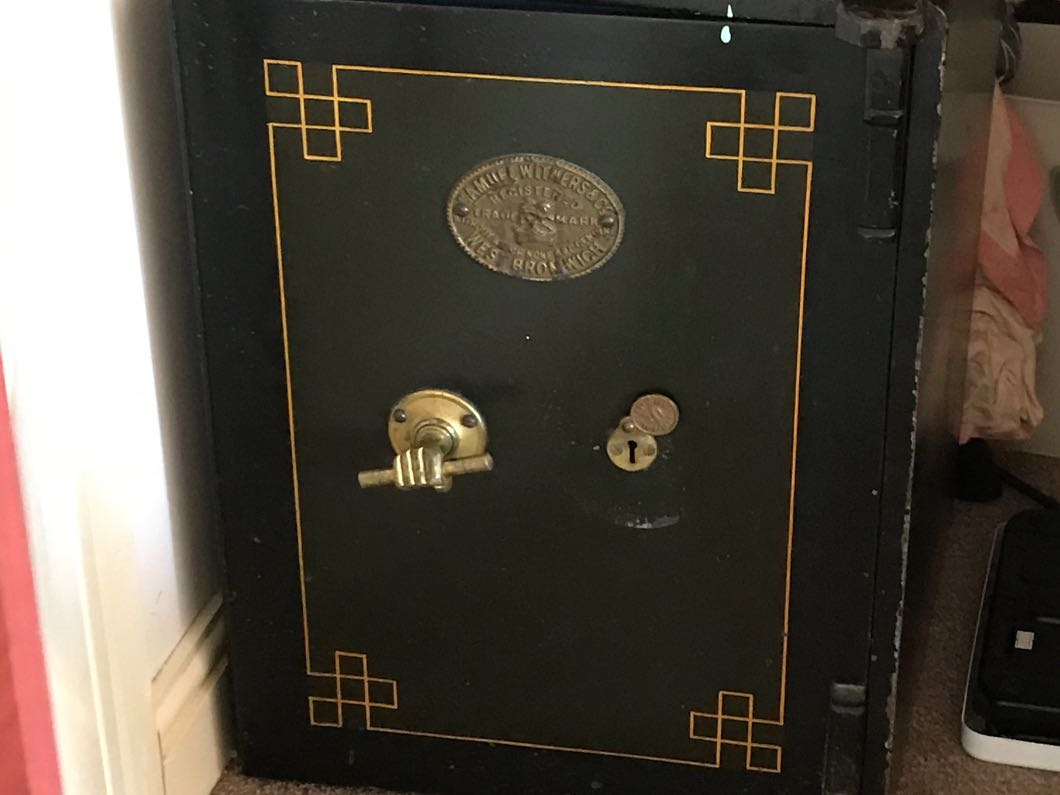 Safe with drawer and keys