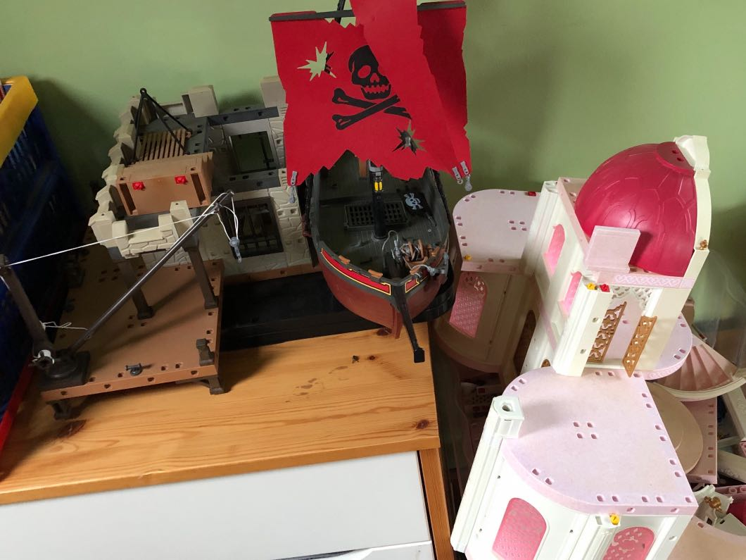 Playmobil - castle and pirate ship