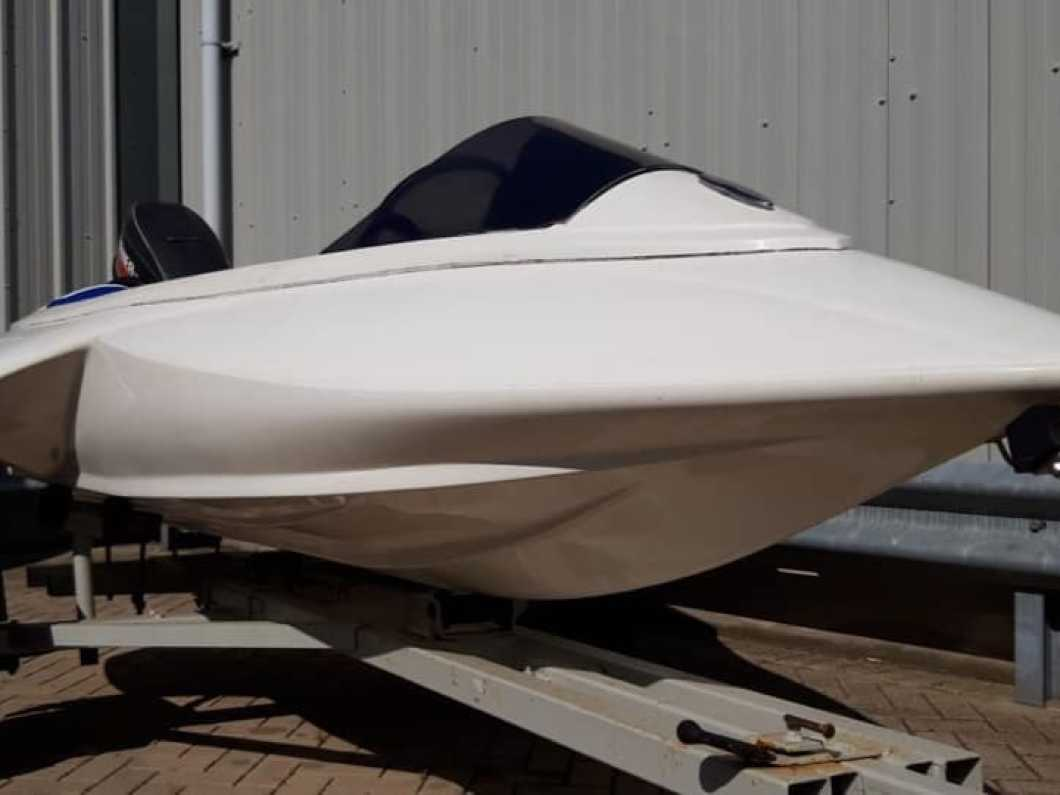 Zippa Stealth - speedboat
