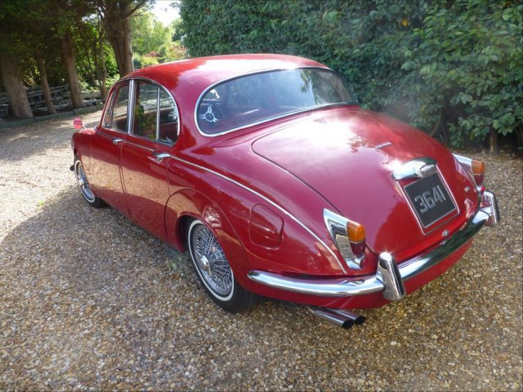 Jaguar MK2  1968  2.40 Red , Red Leather