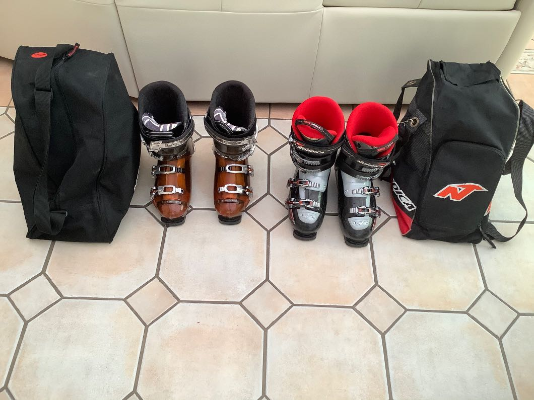 Men's Ski boots size 8, Ladies Ski boots size 5, Ladies Oakley ski goggles