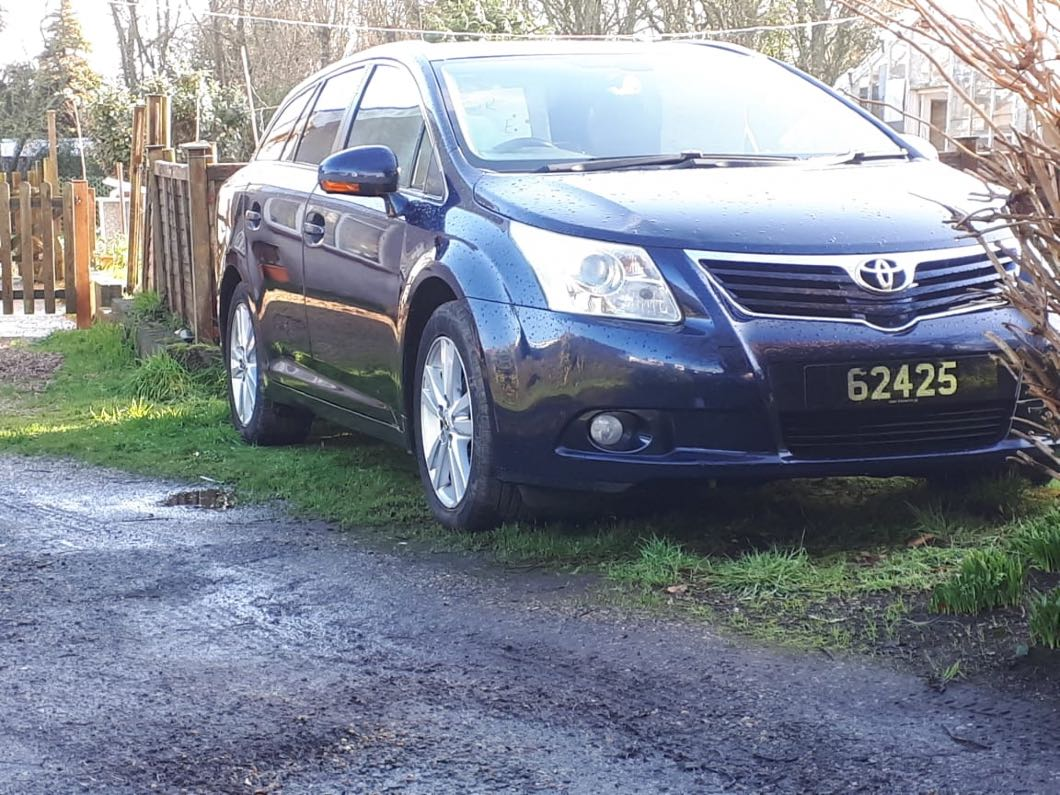 Toyota avensis 2009 estate