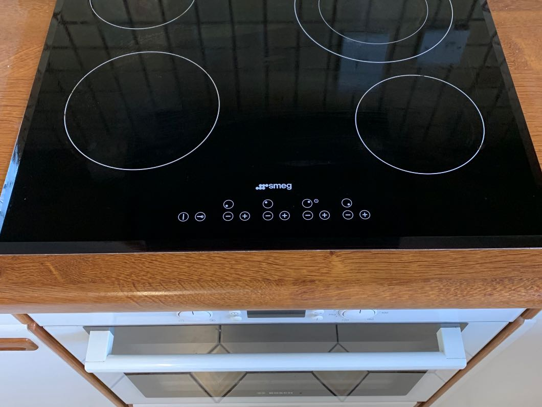 Ceramic hob & Single oven