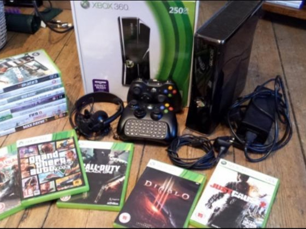 XBOX 360 [250GB], 15 Games, 2 Controllers, A* Condition