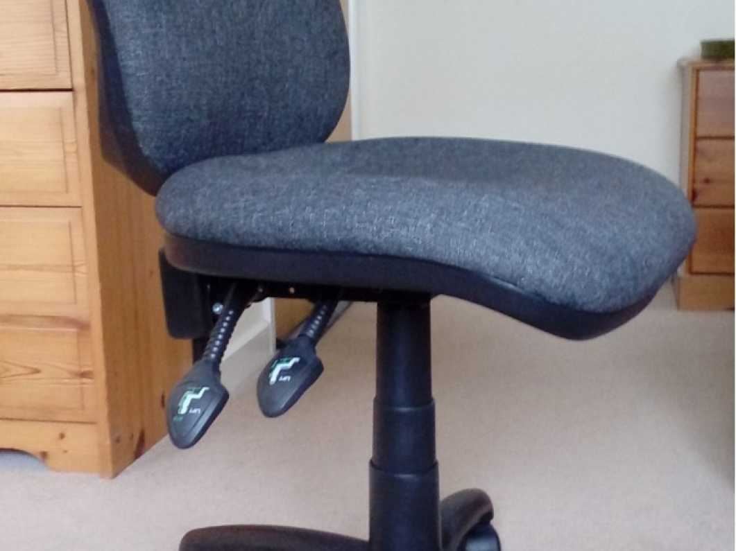 Vantage 100 office chair