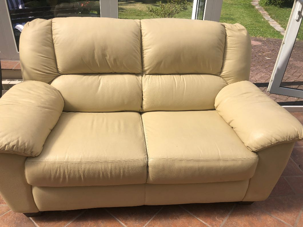 Cream leather sofa/settee/chair suite