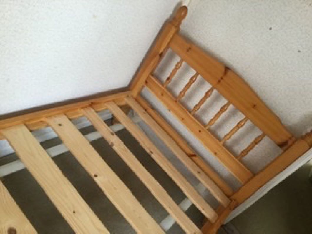 New listing Pine single bed