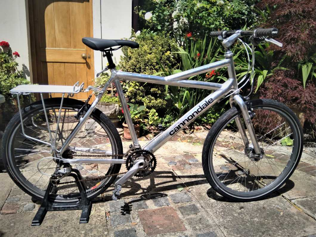 Cannondale Bike: beautiful condition and excellent hardware