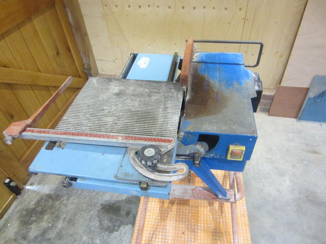 Tile wet cutter