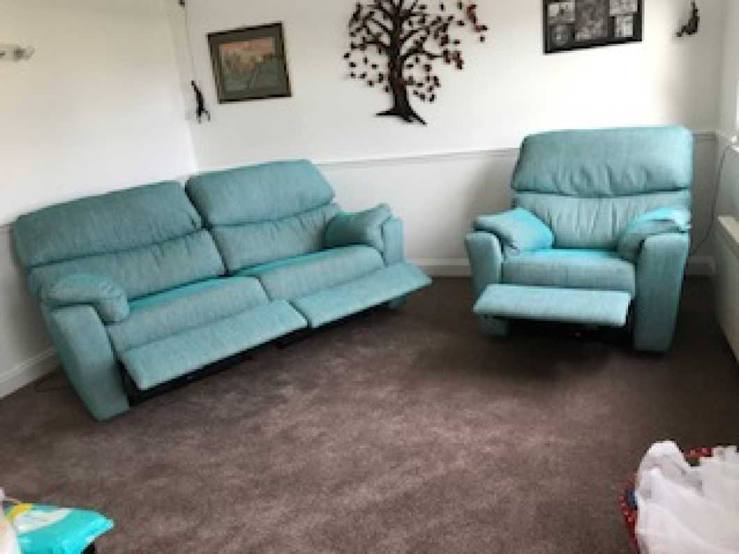 New listing3 seater reclining settee and reclining chair.