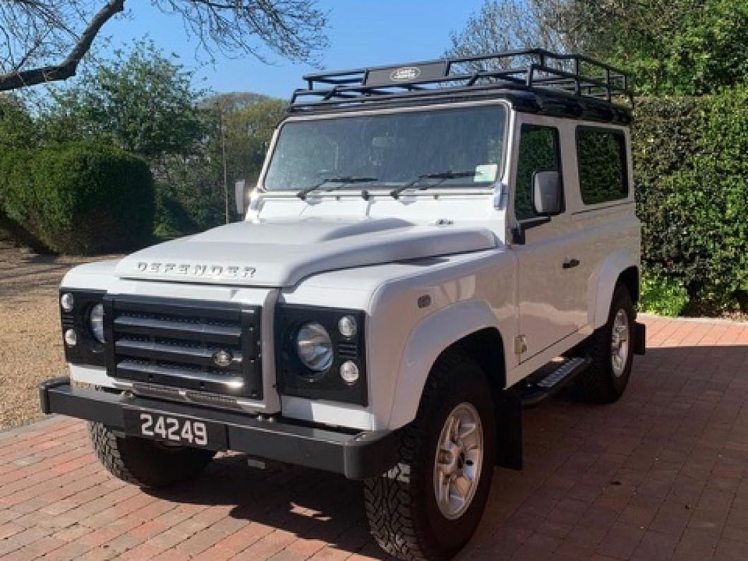 Landrover Defender XS Station Wagon